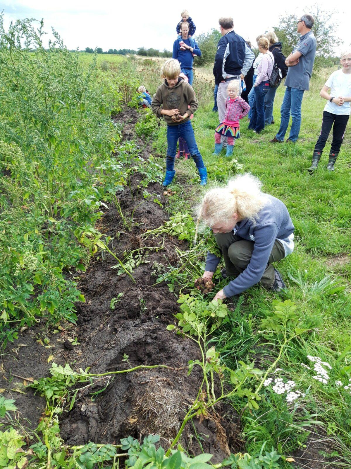 Scholieren steunen werkgroep Boerenbuitengebied in Muntendam
