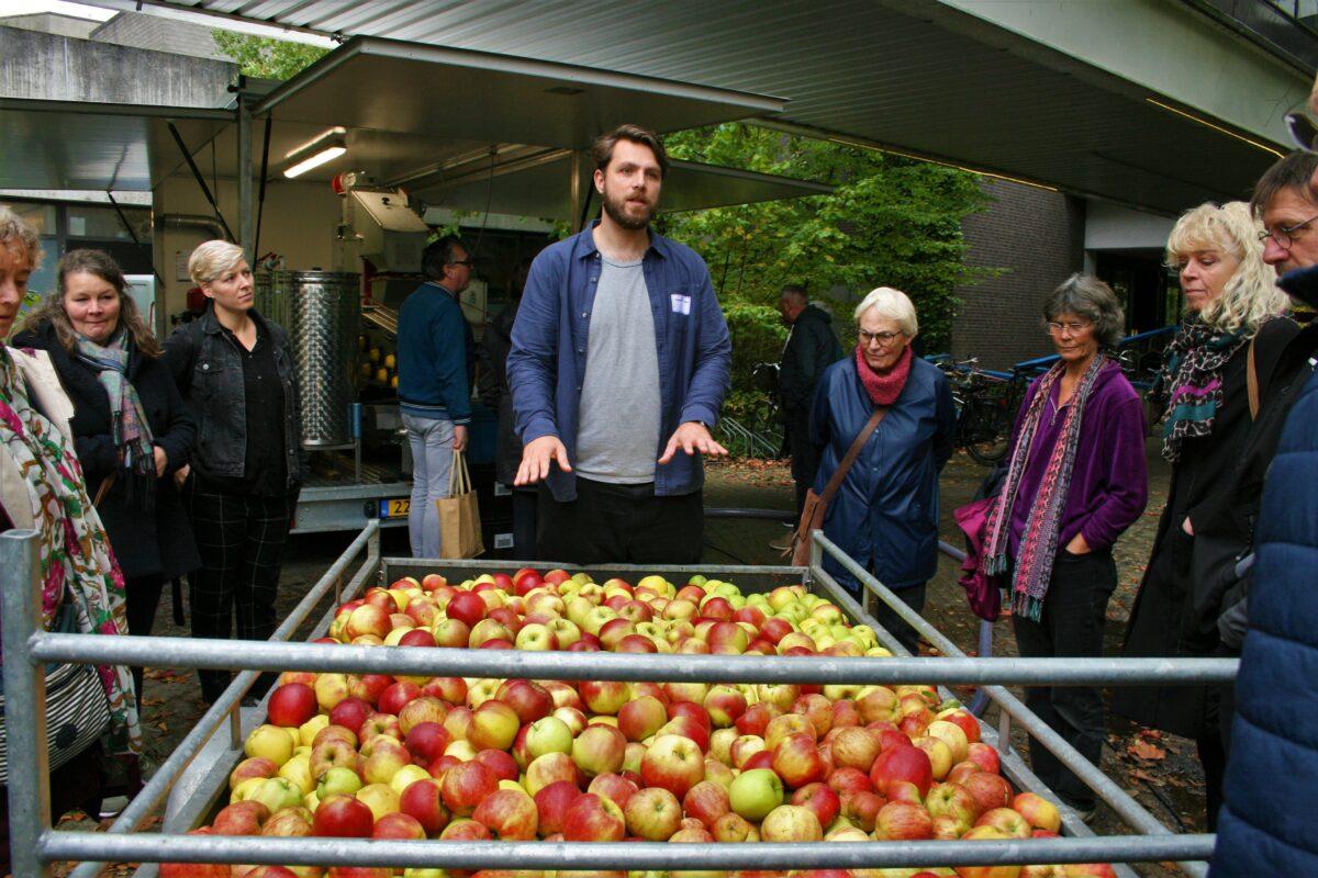 Gezellige drukte op herfstig Appelfeest in De Biotoop