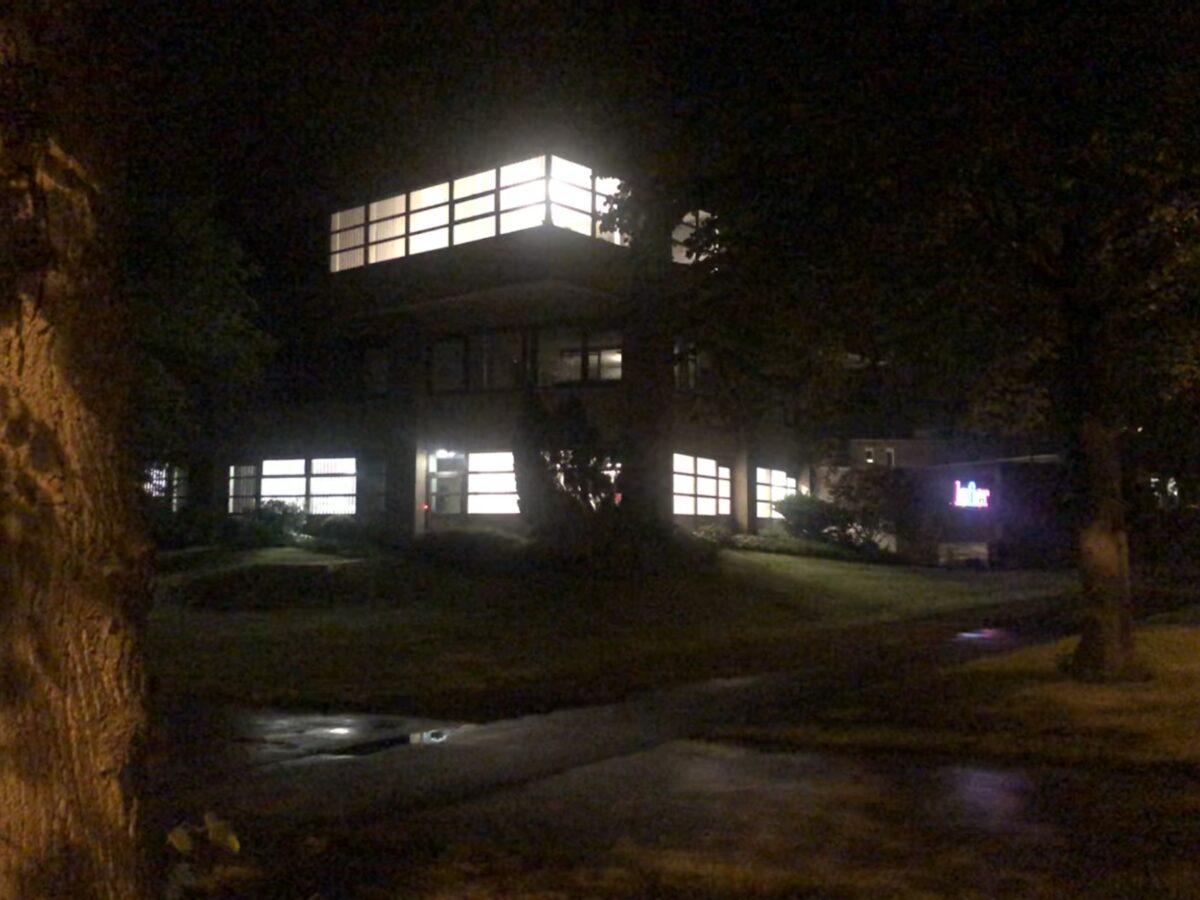Ruim 71% van bedrijven houdt lichten onnodig aan in de nacht